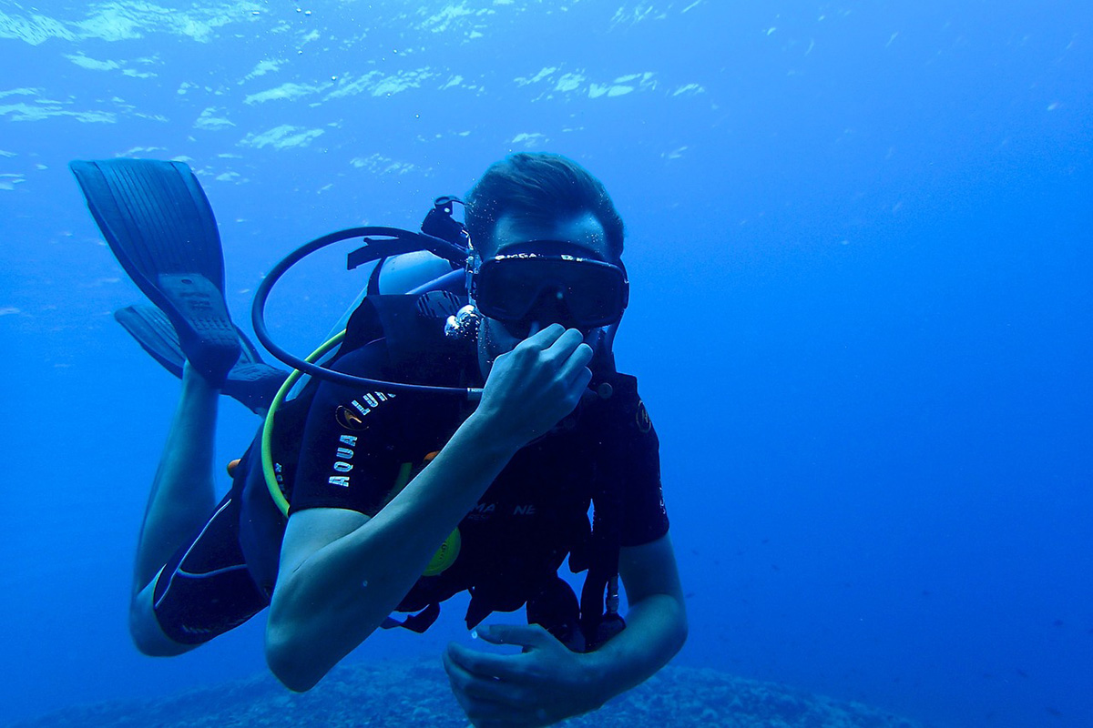 How to Scuba Dive with Less Weight