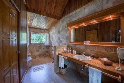 DSC 4384-HDR-Bathroom-TIght