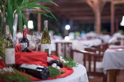 DSC 5733-Slider-Wine-Buffet